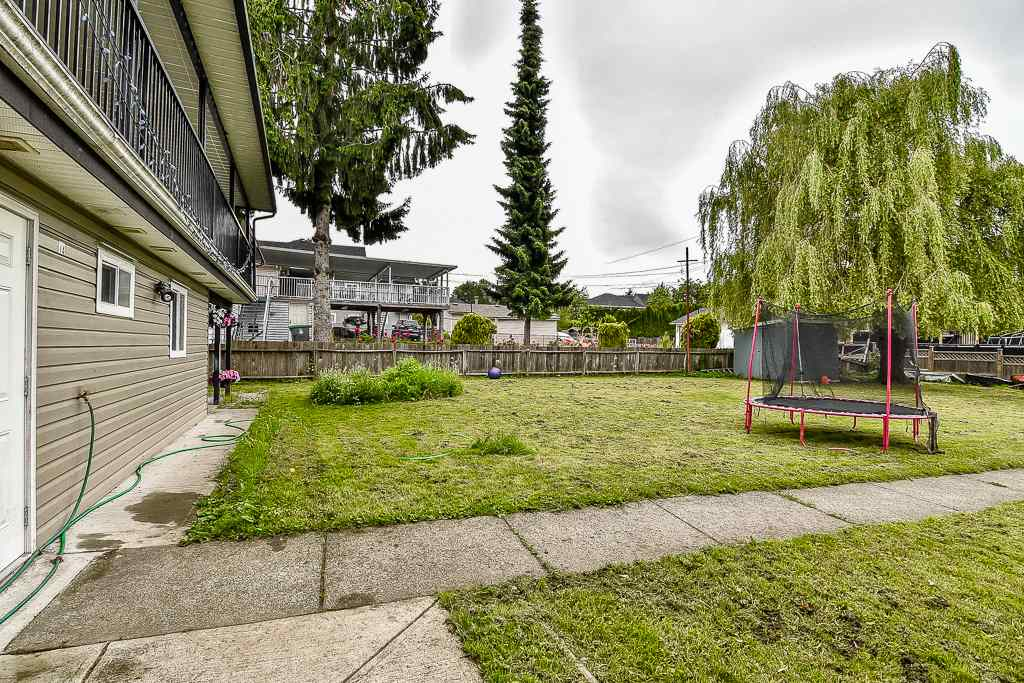 Detached at 13475 64 AVENUE, Surrey, British Columbia. Image 18