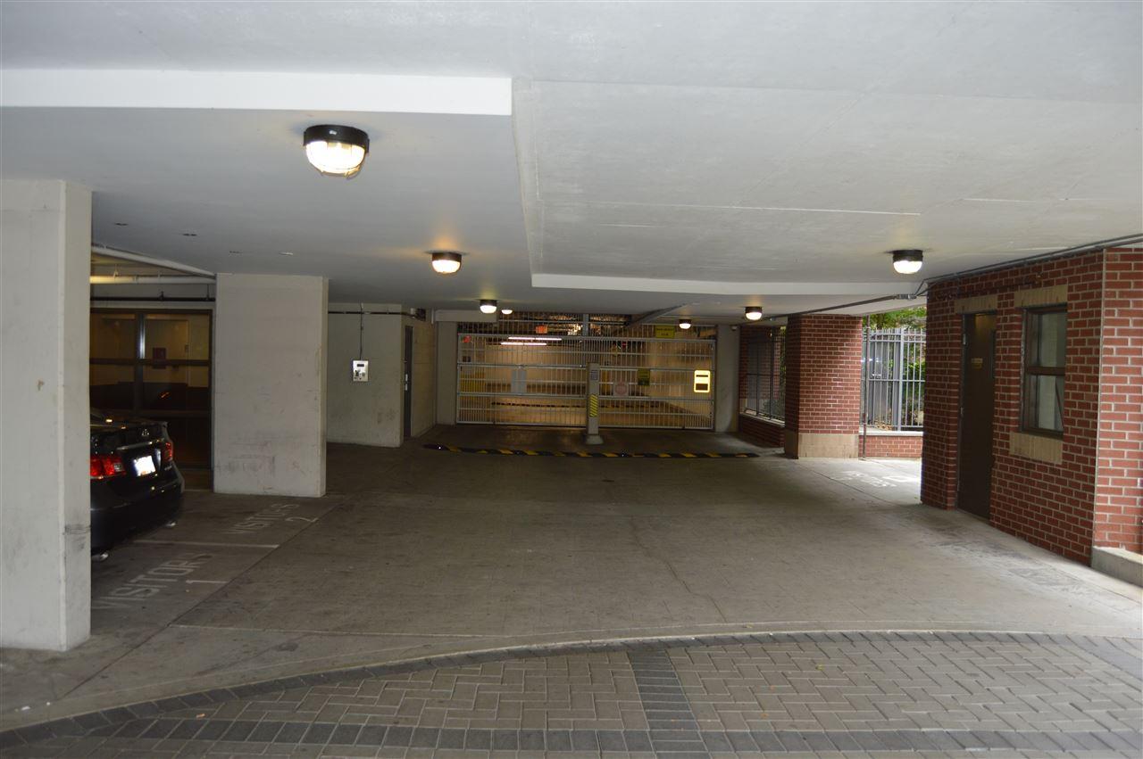 Condo Apartment at 2103 13399 104 AVENUE, Unit 2103, North Surrey, British Columbia. Image 19