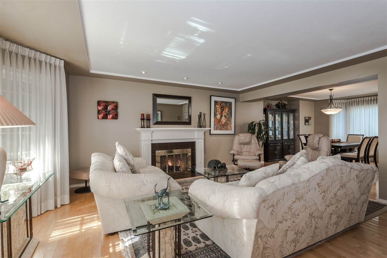 Detached at 13145 22A AVENUE, South Surrey White Rock, British Columbia. Image 4
