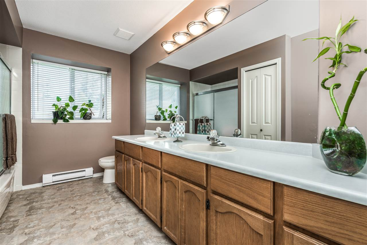 Detached at 13145 22A AVENUE, South Surrey White Rock, British Columbia. Image 17