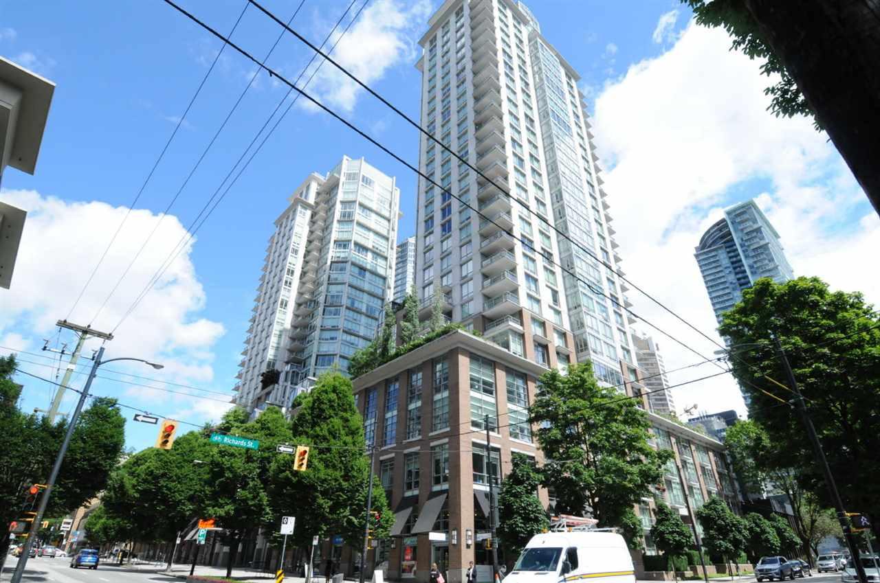 Condo Apartment at 1807 535 SMITHE STREET, Unit 1807, Vancouver West, British Columbia. Image 1