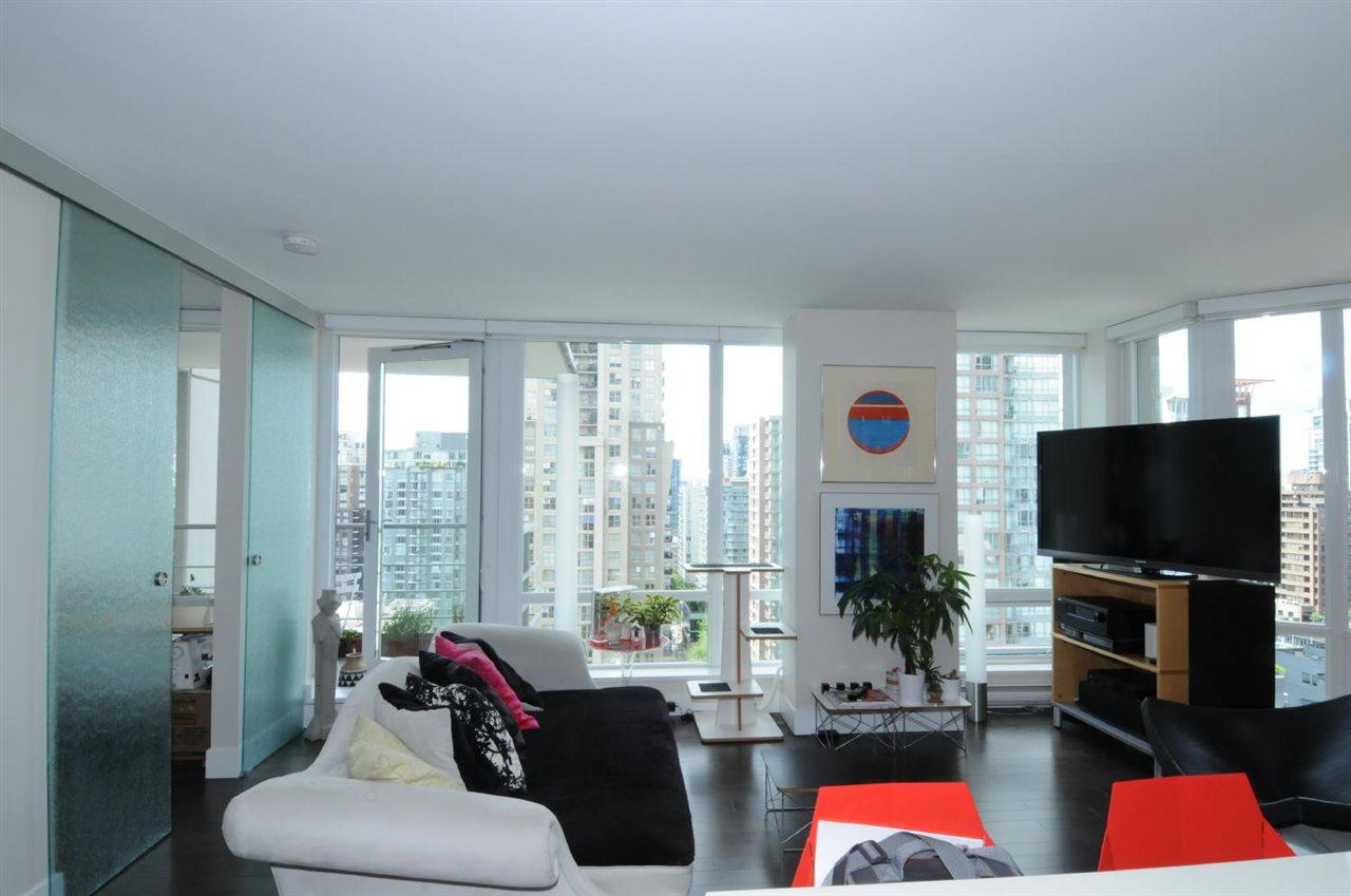 Condo Apartment at 1807 535 SMITHE STREET, Unit 1807, Vancouver West, British Columbia. Image 4