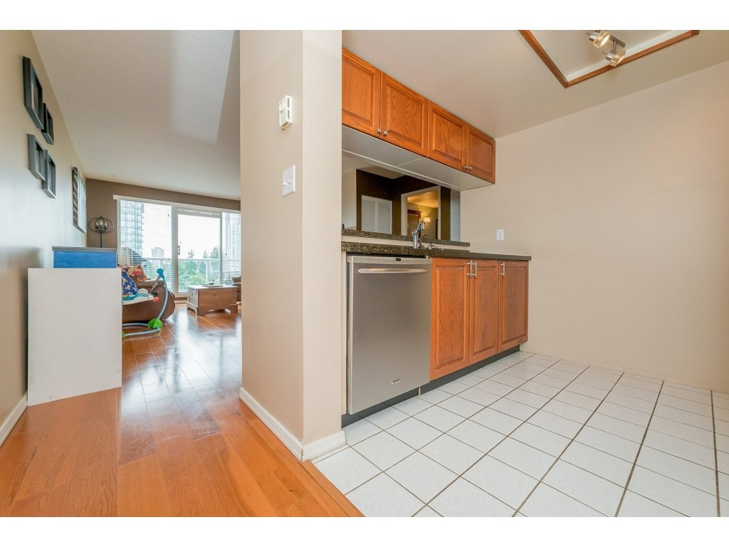 Condo Apartment at 1106 10523 UNIVERSITY DRIVE, Unit 1106, North Surrey, British Columbia. Image 3