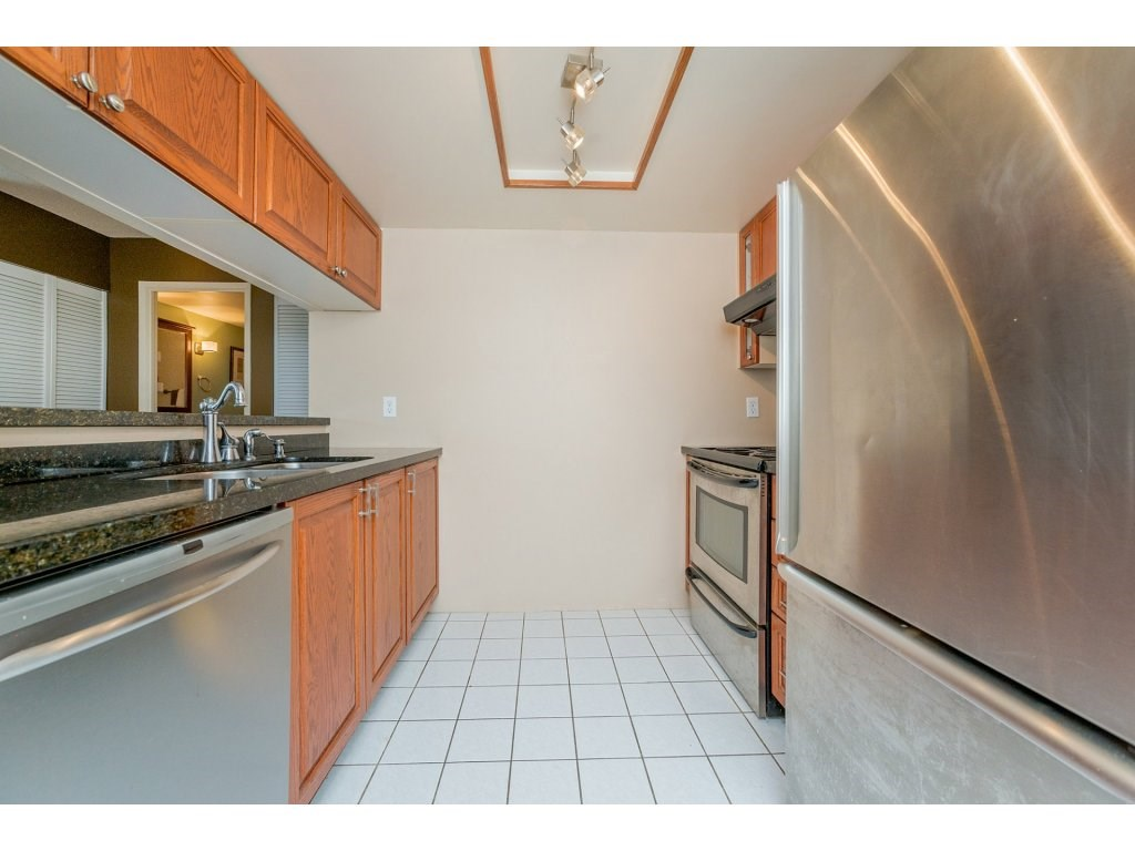 Condo Apartment at 1106 10523 UNIVERSITY DRIVE, Unit 1106, North Surrey, British Columbia. Image 4