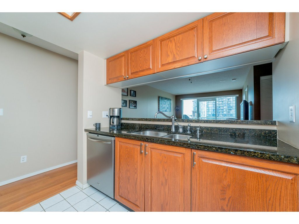 Condo Apartment at 1106 10523 UNIVERSITY DRIVE, Unit 1106, North Surrey, British Columbia. Image 5