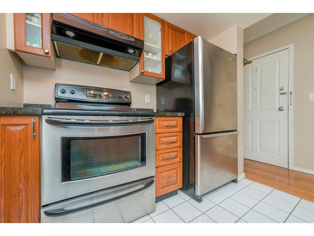 Condo Apartment at 1106 10523 UNIVERSITY DRIVE, Unit 1106, North Surrey, British Columbia. Image 6