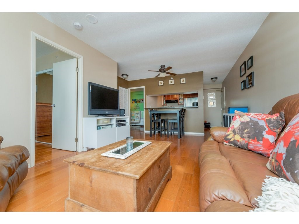 Condo Apartment at 1106 10523 UNIVERSITY DRIVE, Unit 1106, North Surrey, British Columbia. Image 11