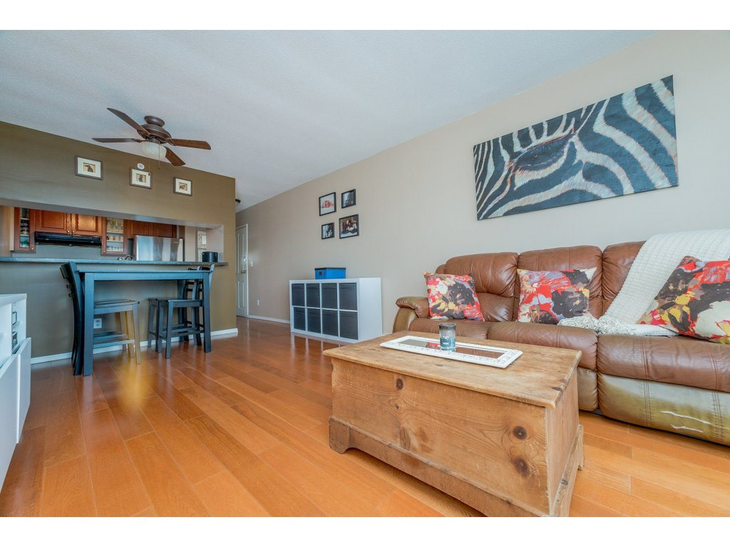 Condo Apartment at 1106 10523 UNIVERSITY DRIVE, Unit 1106, North Surrey, British Columbia. Image 12