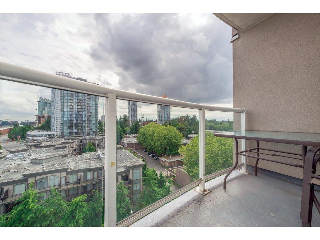 Condo Apartment at 1106 10523 UNIVERSITY DRIVE, Unit 1106, North Surrey, British Columbia. Image 17