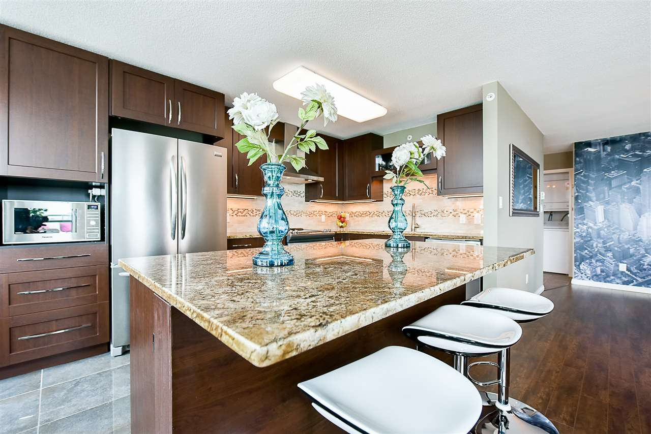 Condo Apartment at 1802 6622 SOUTHOAKS CRESCENT, Unit 1802, Burnaby South, British Columbia. Image 2