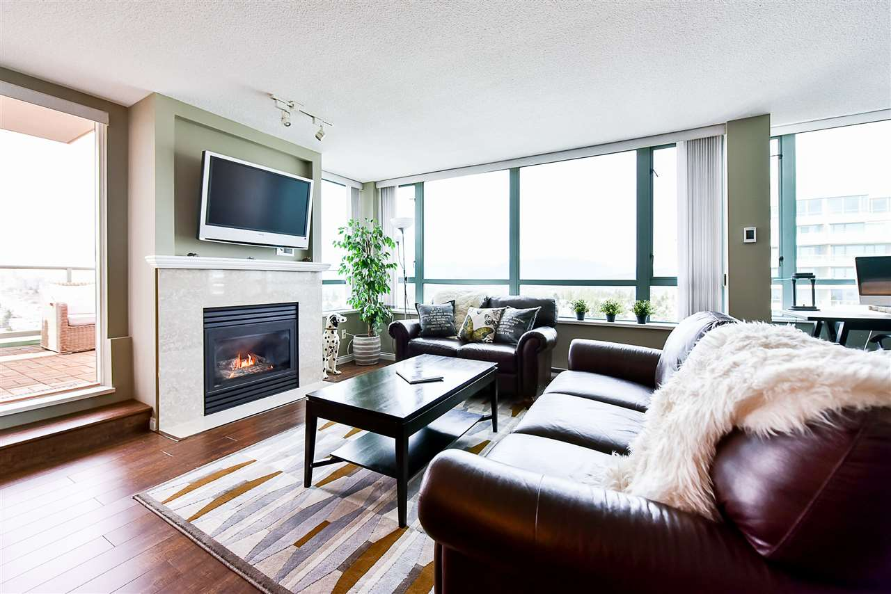 Condo Apartment at 1802 6622 SOUTHOAKS CRESCENT, Unit 1802, Burnaby South, British Columbia. Image 4