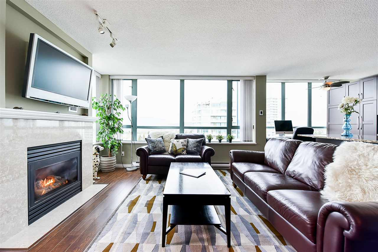 Condo Apartment at 1802 6622 SOUTHOAKS CRESCENT, Unit 1802, Burnaby South, British Columbia. Image 5