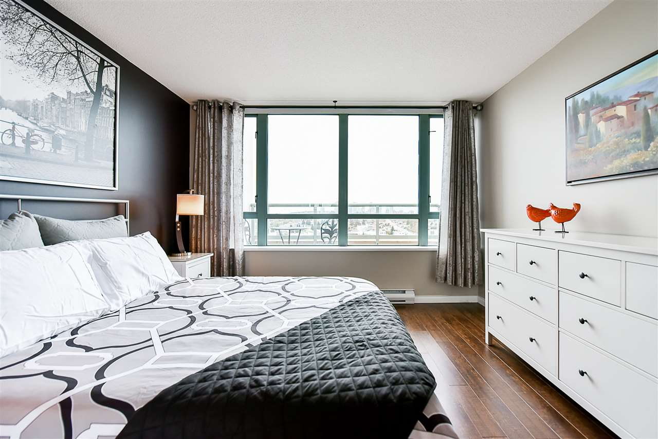 Condo Apartment at 1802 6622 SOUTHOAKS CRESCENT, Unit 1802, Burnaby South, British Columbia. Image 7
