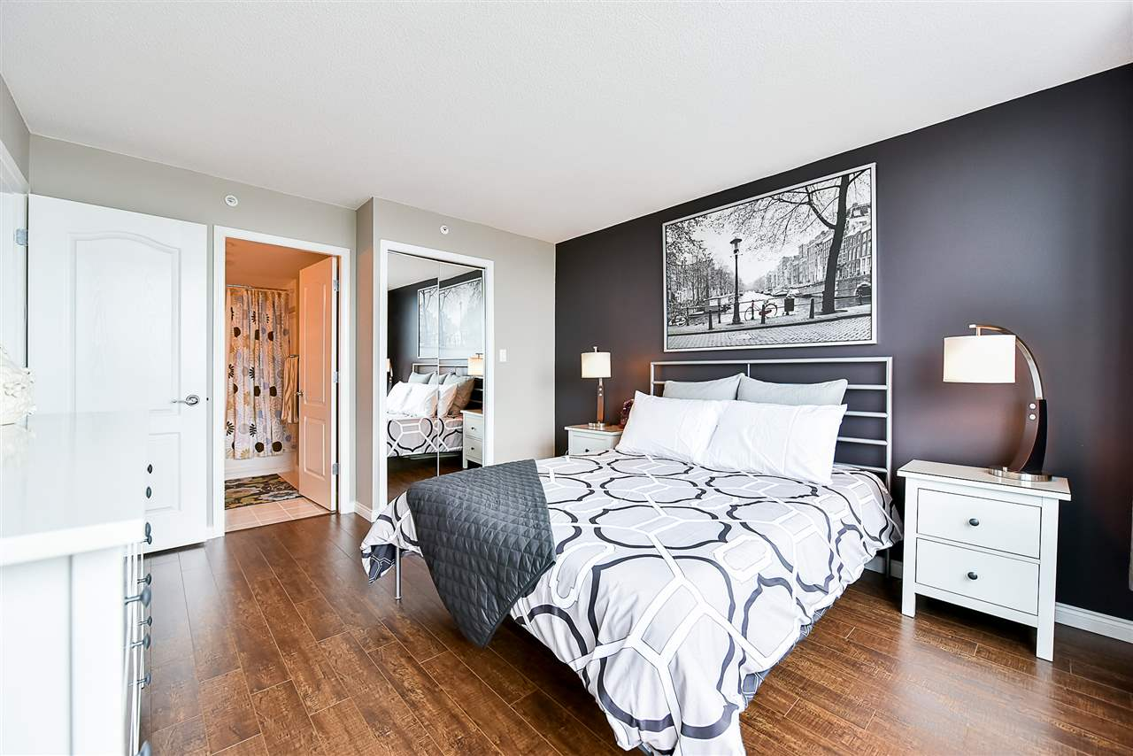 Condo Apartment at 1802 6622 SOUTHOAKS CRESCENT, Unit 1802, Burnaby South, British Columbia. Image 8