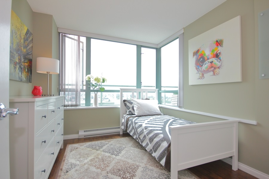 Condo Apartment at 1802 6622 SOUTHOAKS CRESCENT, Unit 1802, Burnaby South, British Columbia. Image 11