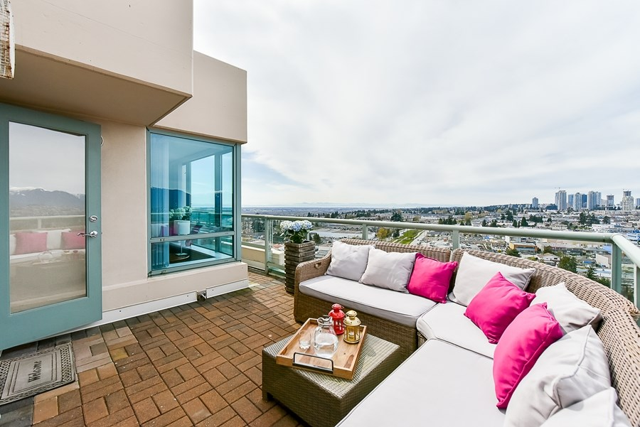 Condo Apartment at 1802 6622 SOUTHOAKS CRESCENT, Unit 1802, Burnaby South, British Columbia. Image 15