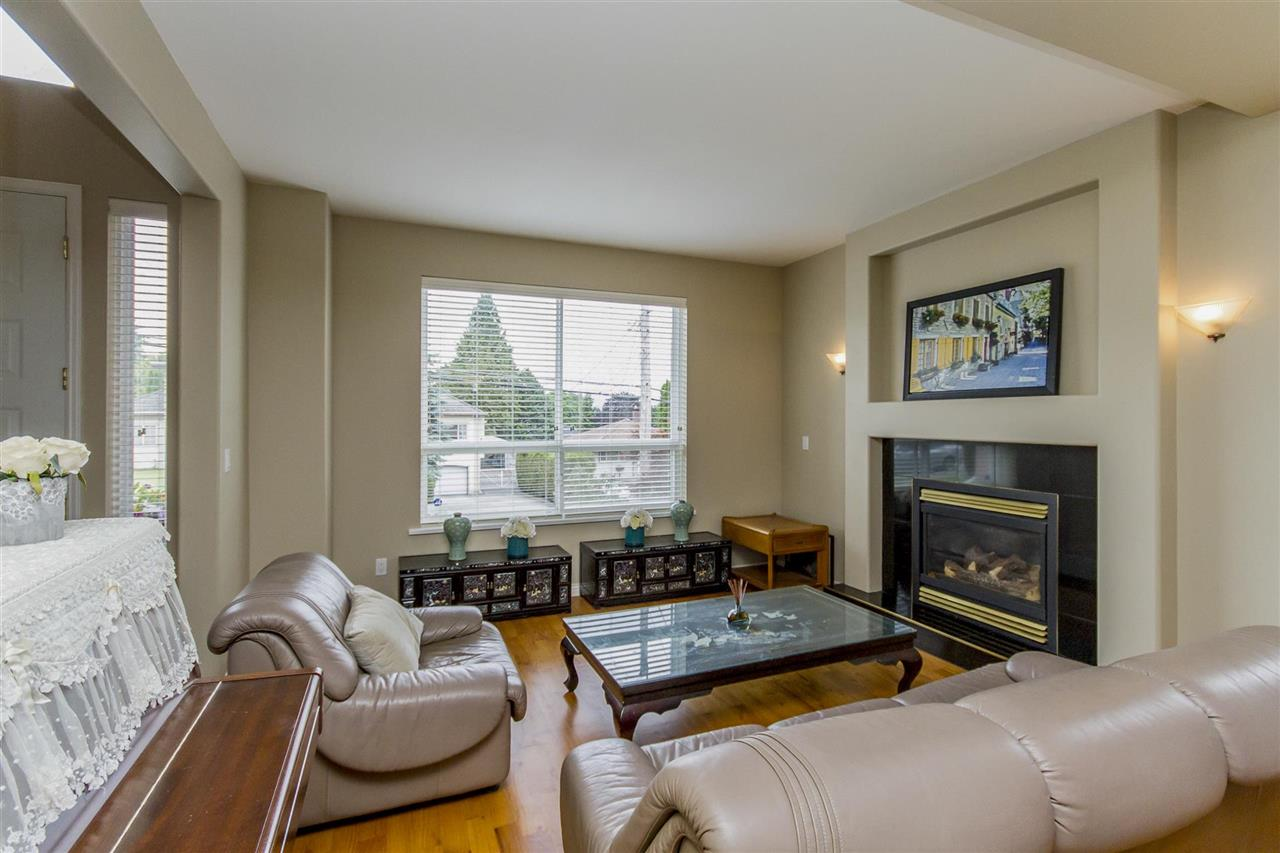 Detached at 5630 SPRUCE STREET, Burnaby South, British Columbia. Image 3