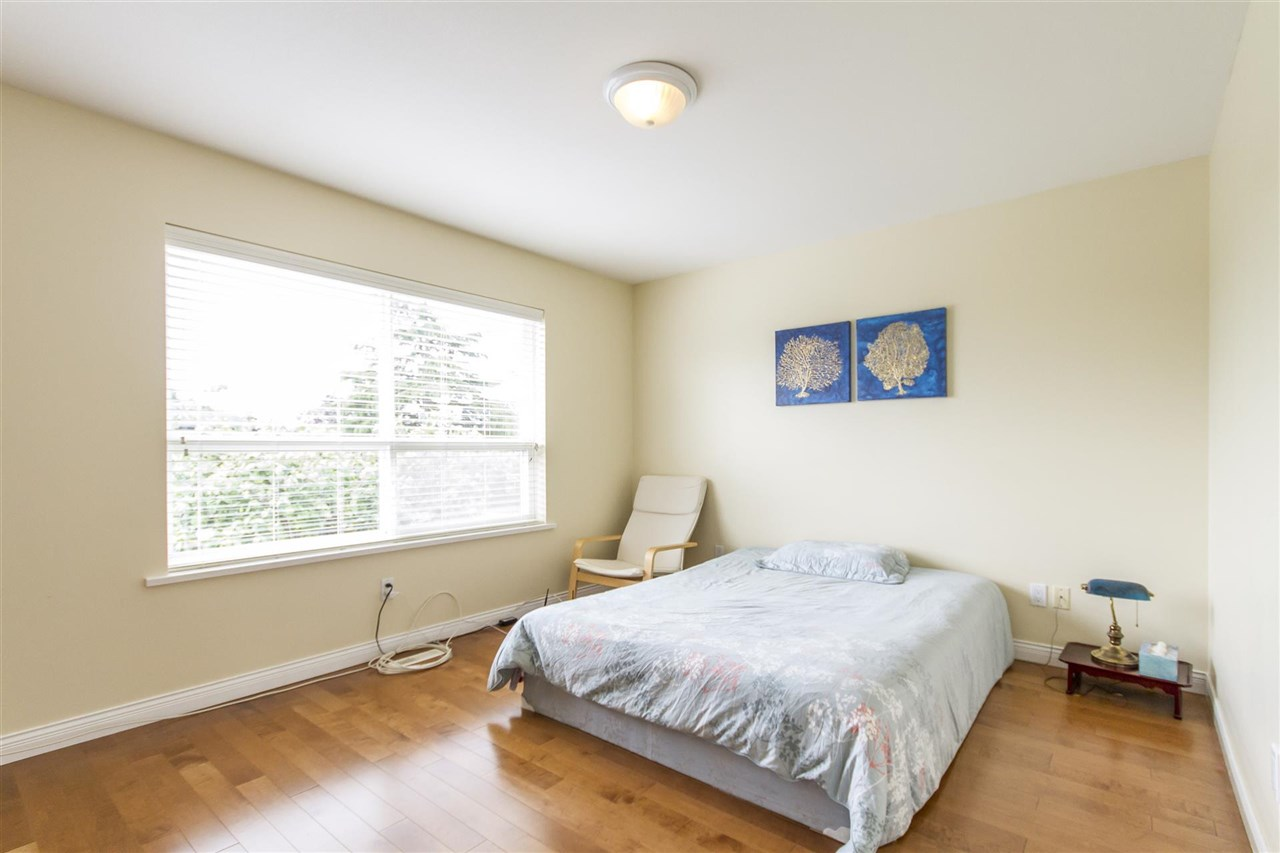 Detached at 5630 SPRUCE STREET, Burnaby South, British Columbia. Image 11