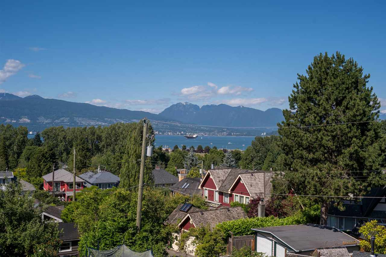 Detached at 4363 LOCARNO CRESCENT, Vancouver West, British Columbia. Image 2