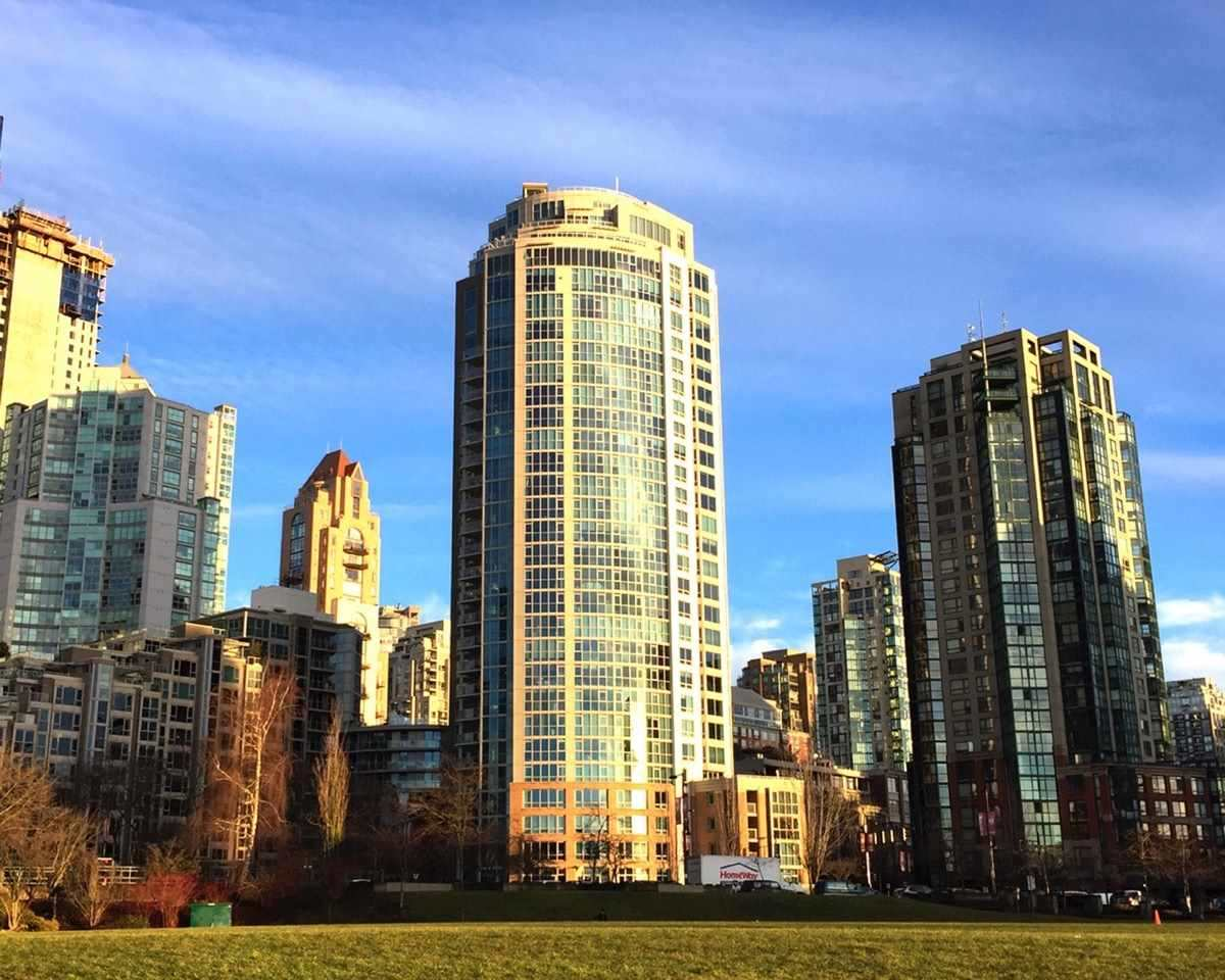 Condo Apartment at 1305 388 DRAKE STREET, Unit 1305, Vancouver West, British Columbia. Image 1