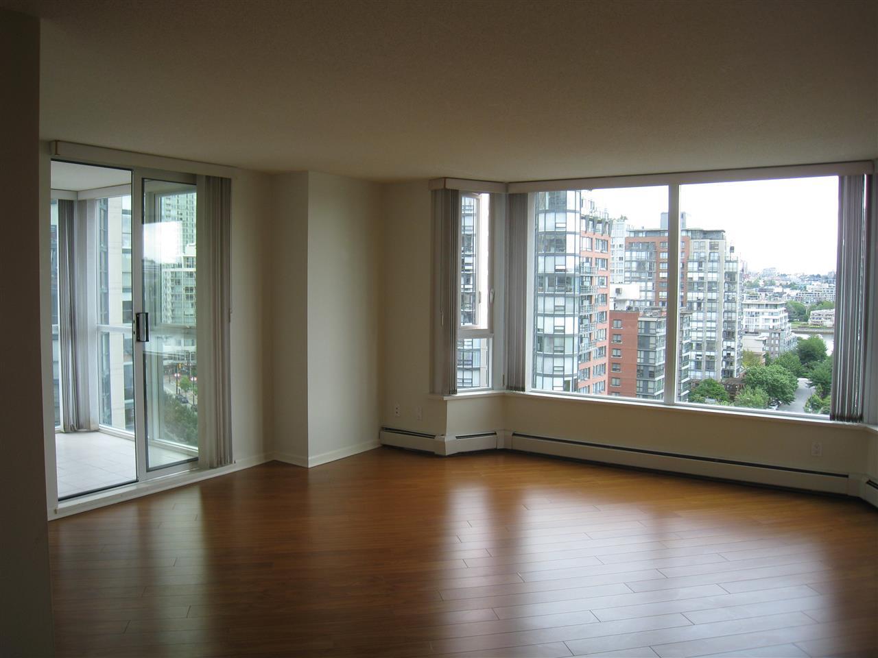 Condo Apartment at 1305 388 DRAKE STREET, Unit 1305, Vancouver West, British Columbia. Image 2