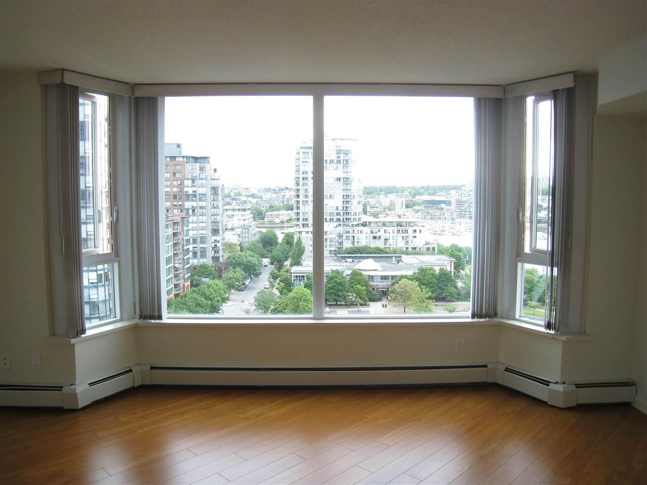 Condo Apartment at 1305 388 DRAKE STREET, Unit 1305, Vancouver West, British Columbia. Image 3