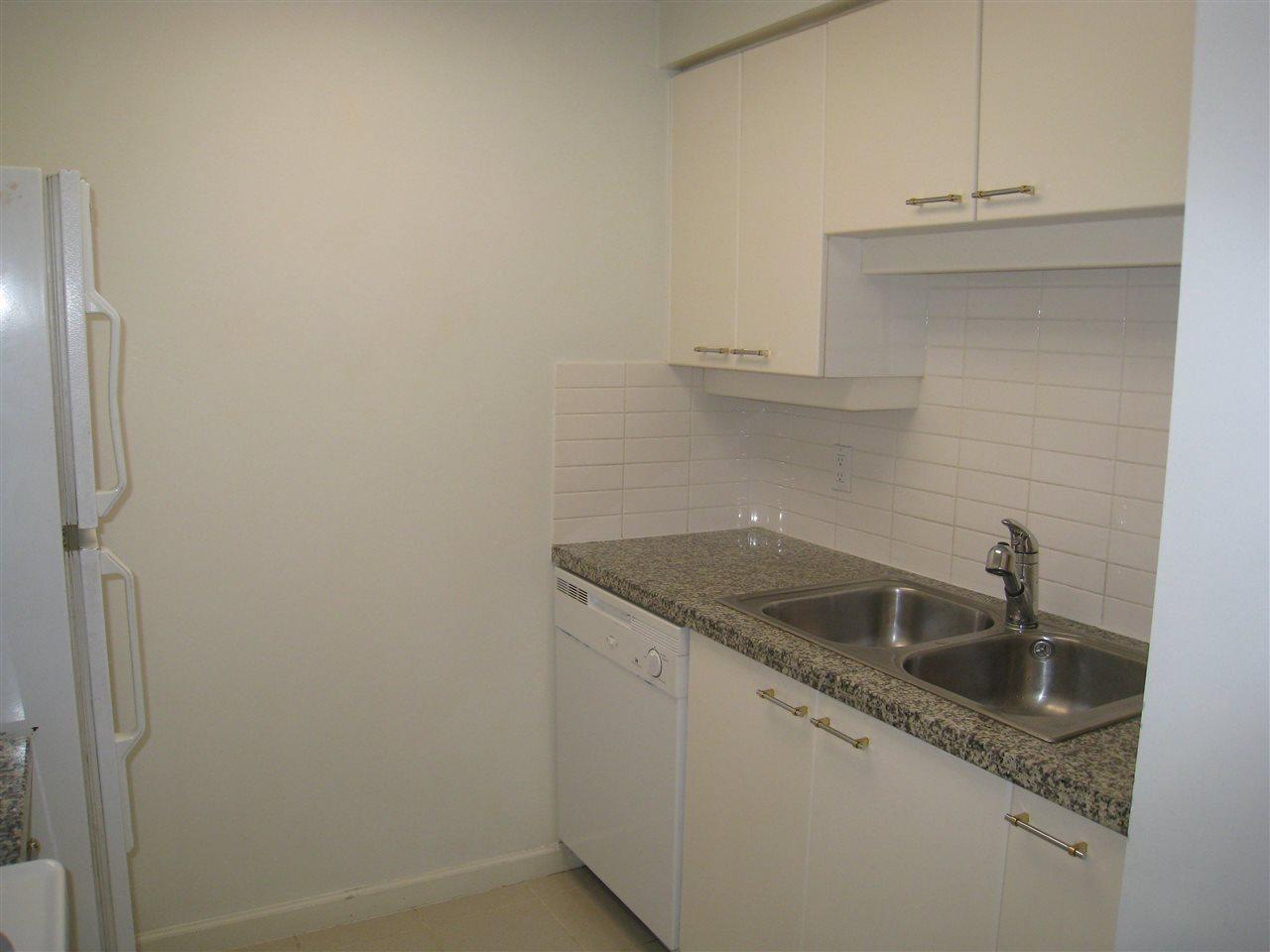 Condo Apartment at 1305 388 DRAKE STREET, Unit 1305, Vancouver West, British Columbia. Image 5
