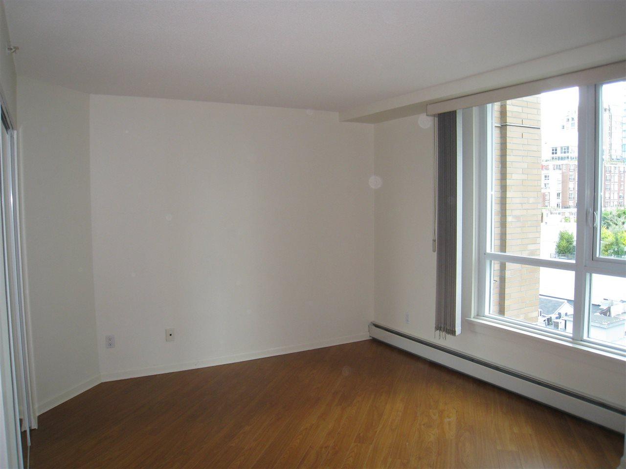 Condo Apartment at 1305 388 DRAKE STREET, Unit 1305, Vancouver West, British Columbia. Image 8