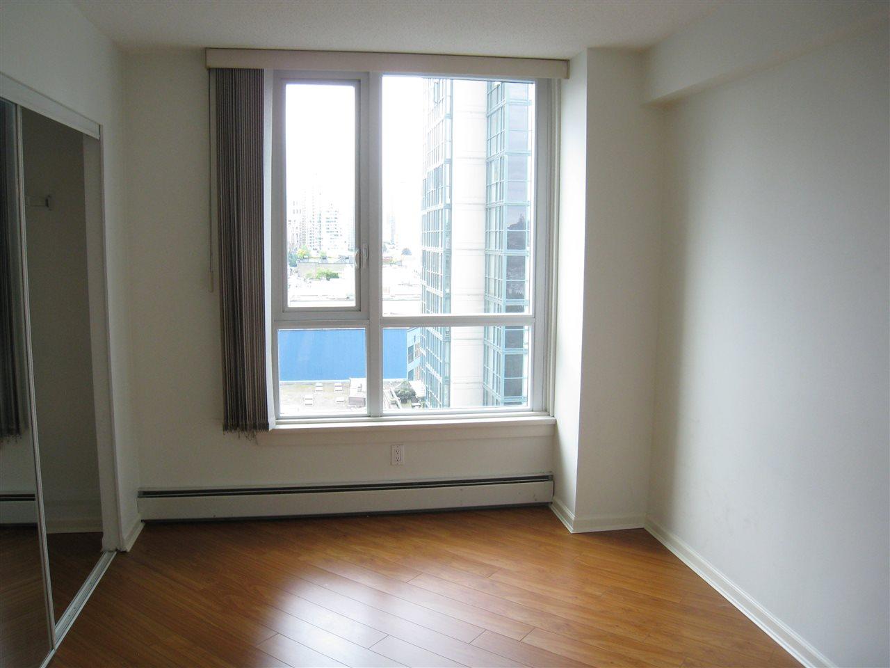 Condo Apartment at 1305 388 DRAKE STREET, Unit 1305, Vancouver West, British Columbia. Image 10