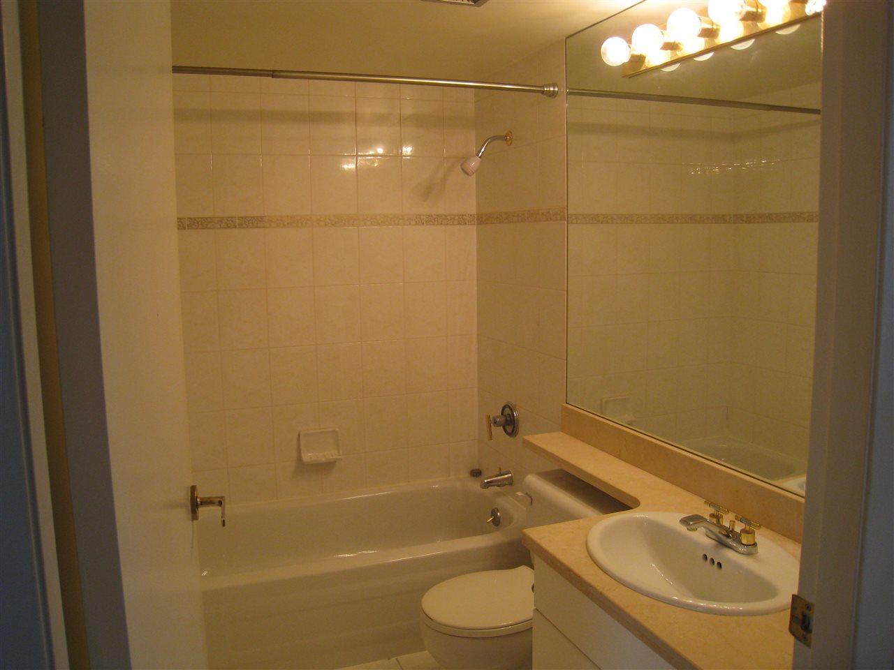 Condo Apartment at 1305 388 DRAKE STREET, Unit 1305, Vancouver West, British Columbia. Image 11