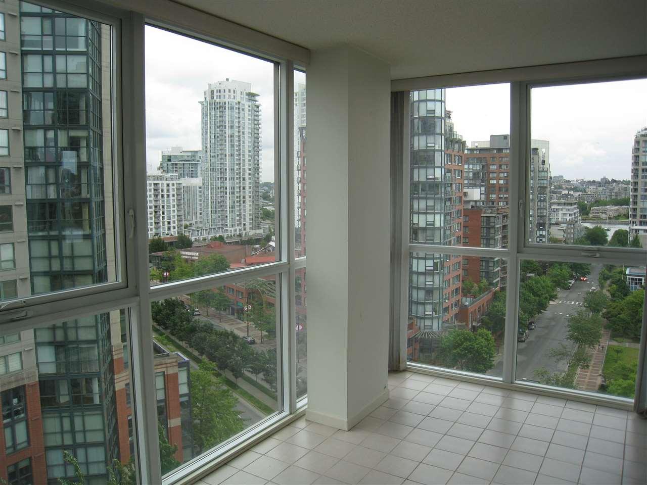 Condo Apartment at 1305 388 DRAKE STREET, Unit 1305, Vancouver West, British Columbia. Image 12