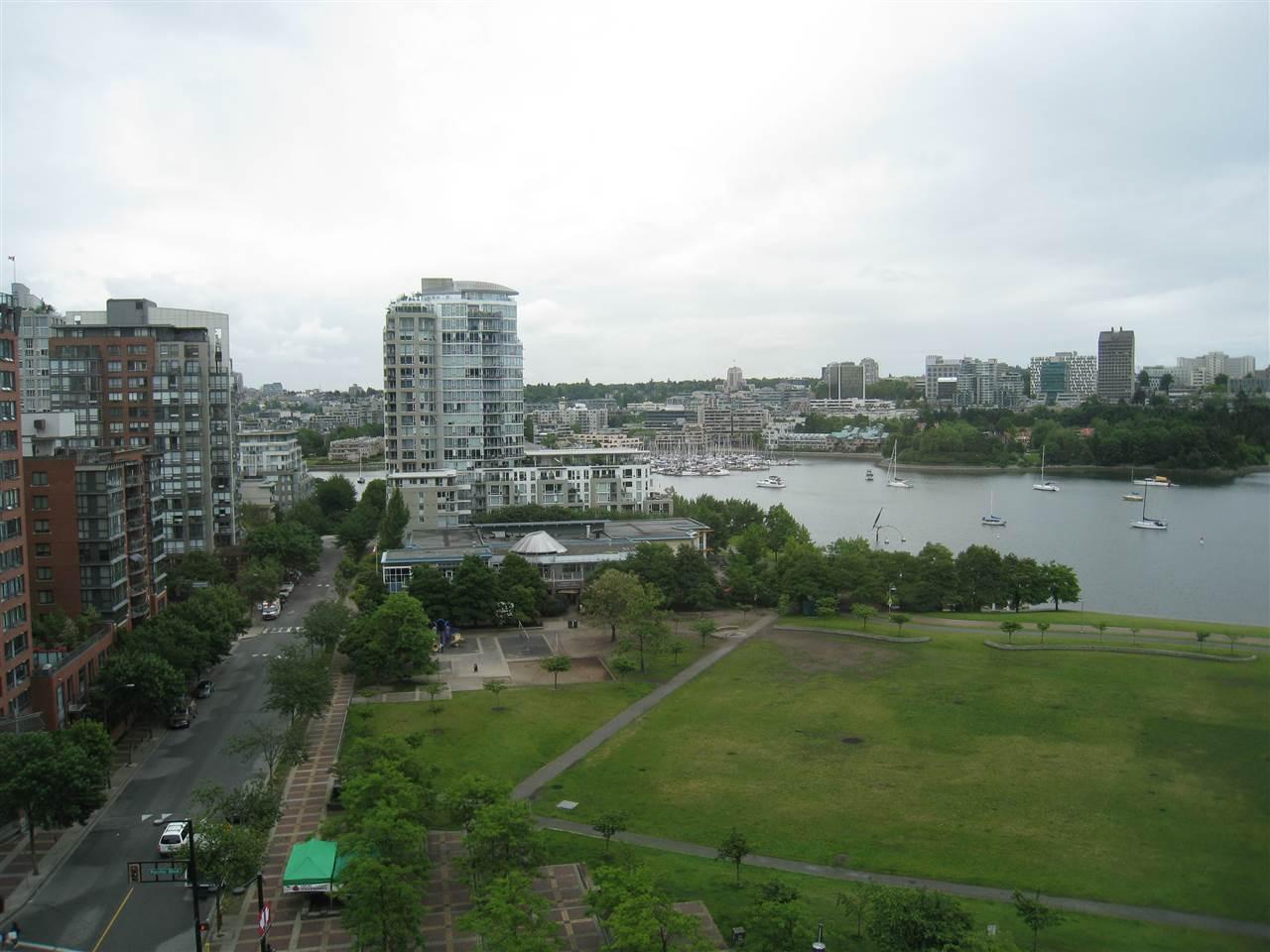 Condo Apartment at 1305 388 DRAKE STREET, Unit 1305, Vancouver West, British Columbia. Image 15