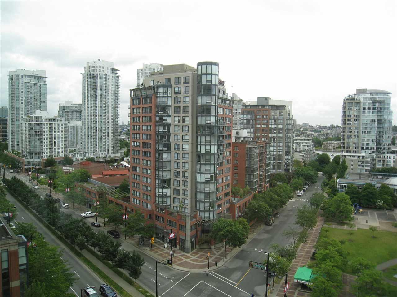 Condo Apartment at 1305 388 DRAKE STREET, Unit 1305, Vancouver West, British Columbia. Image 16