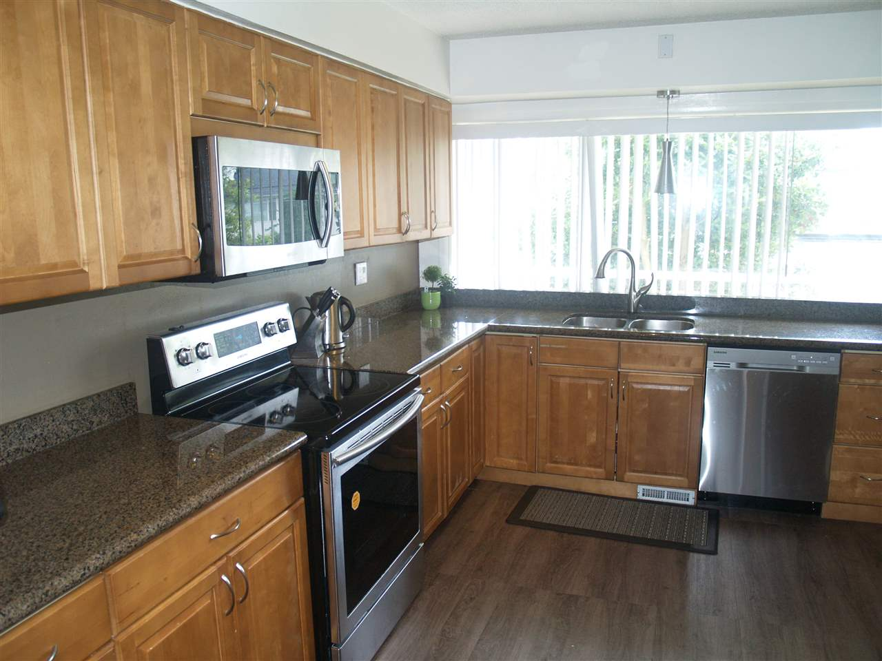 Detached at 15837 GOGGS AVENUE, South Surrey White Rock, British Columbia. Image 5