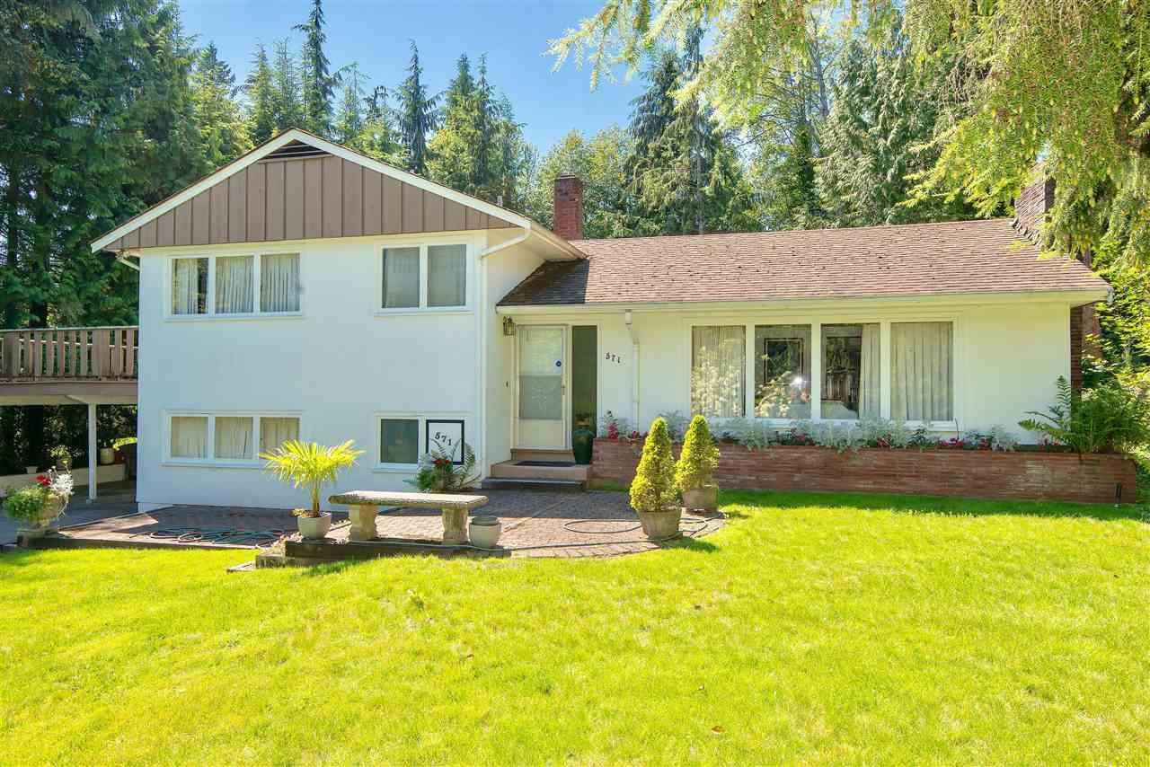 Detached at 571 EASTCOT ROAD, West Vancouver, British Columbia. Image 2