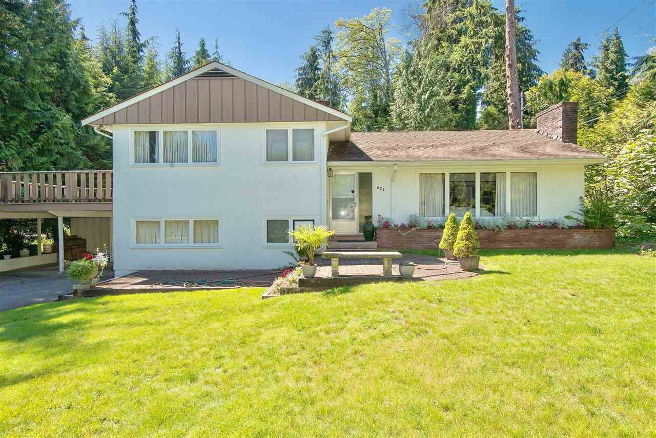 Detached at 571 EASTCOT ROAD, West Vancouver, British Columbia. Image 3