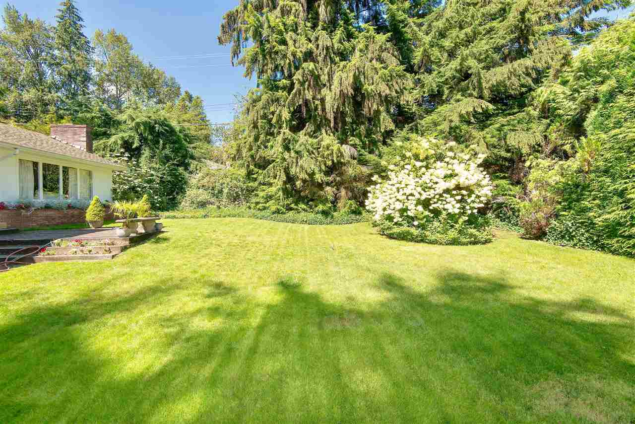 Detached at 571 EASTCOT ROAD, West Vancouver, British Columbia. Image 6