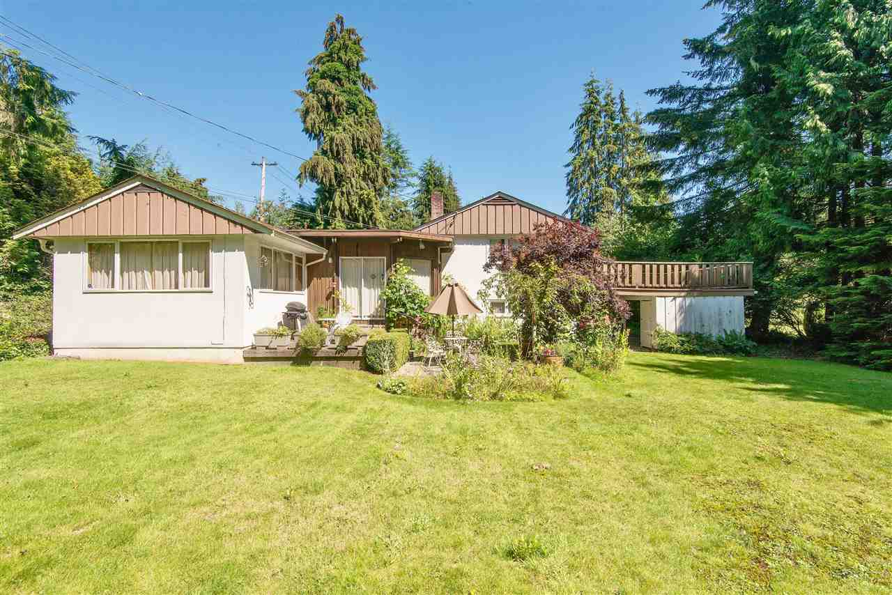 Detached at 571 EASTCOT ROAD, West Vancouver, British Columbia. Image 8