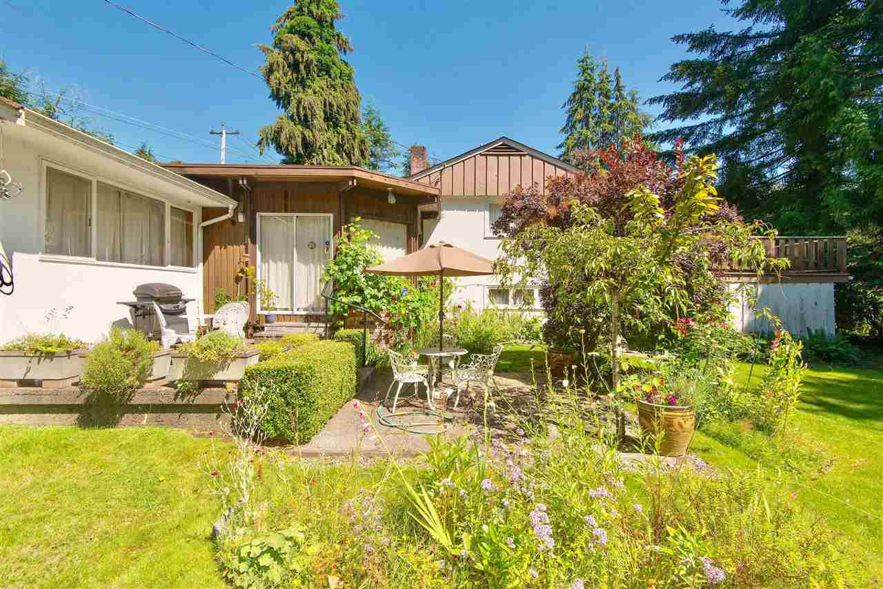 Detached at 571 EASTCOT ROAD, West Vancouver, British Columbia. Image 9
