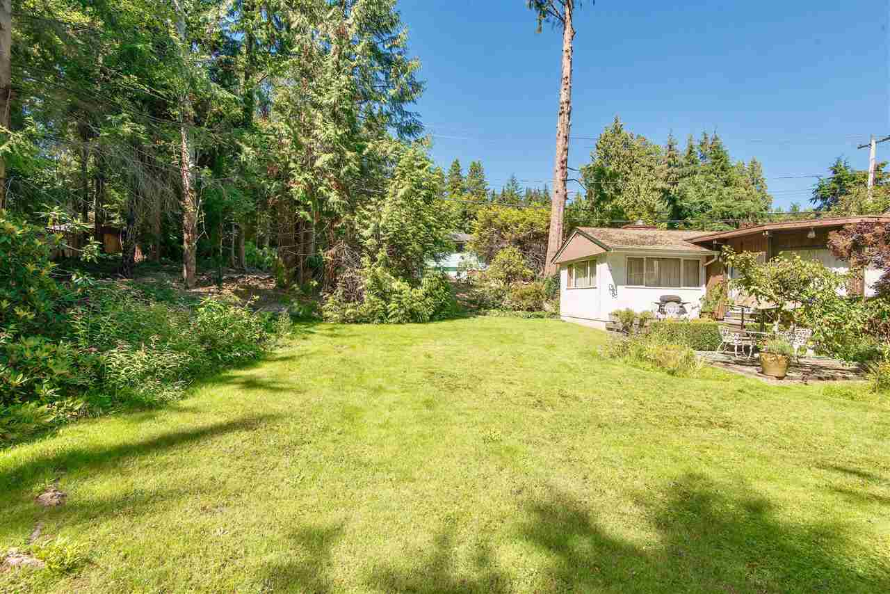 Detached at 571 EASTCOT ROAD, West Vancouver, British Columbia. Image 10