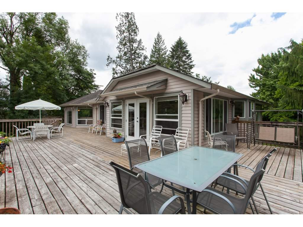 Detached at 46015 LEWIS AVENUE, Chilliwack, British Columbia. Image 2