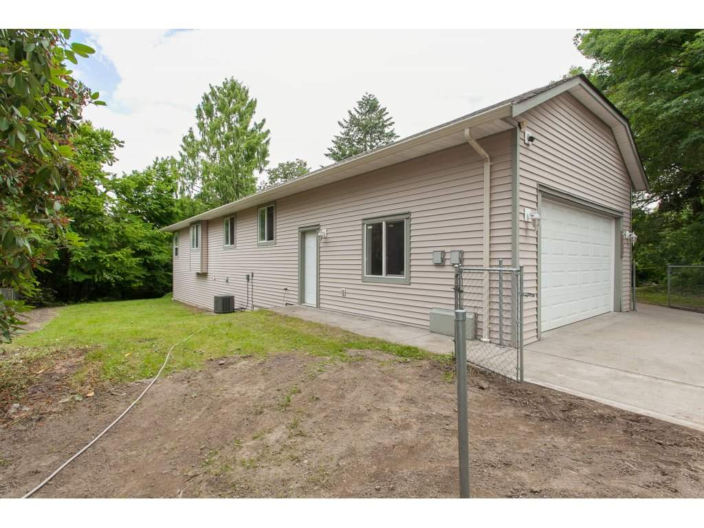 Detached at 46015 LEWIS AVENUE, Chilliwack, British Columbia. Image 4