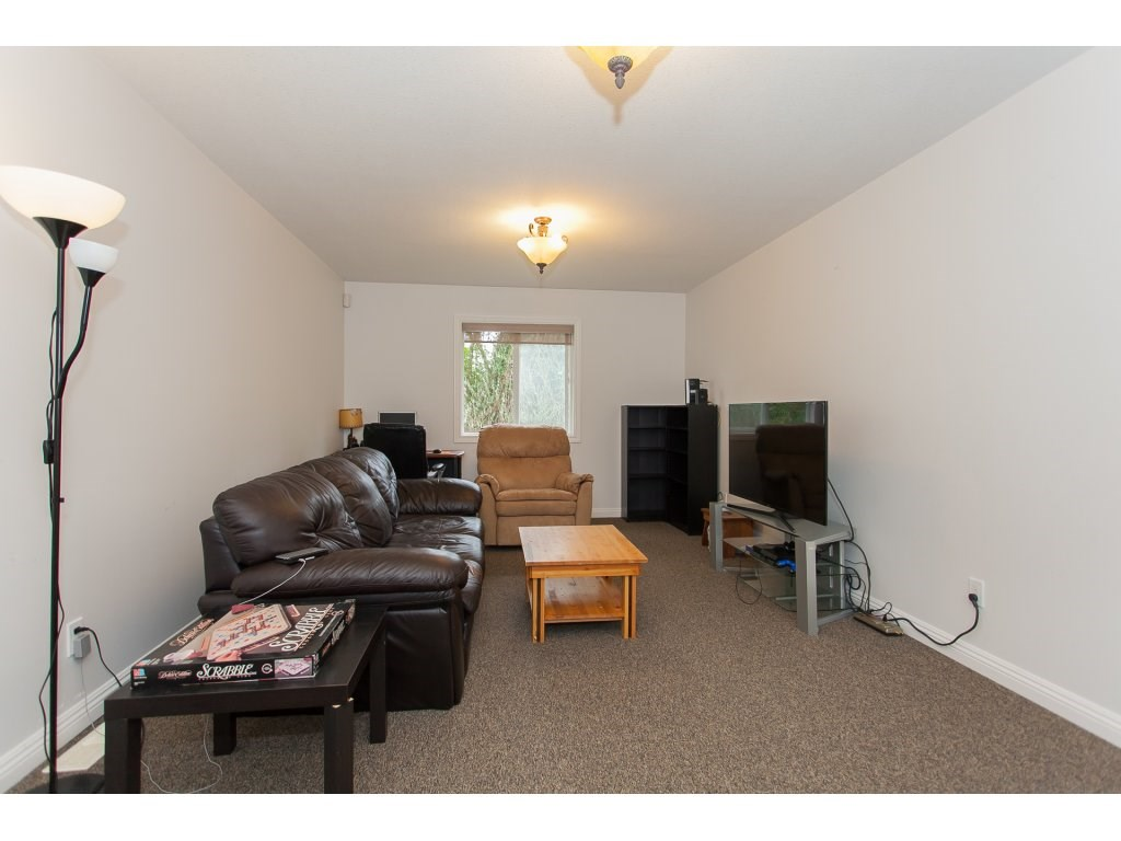 Detached at 46015 LEWIS AVENUE, Chilliwack, British Columbia. Image 14