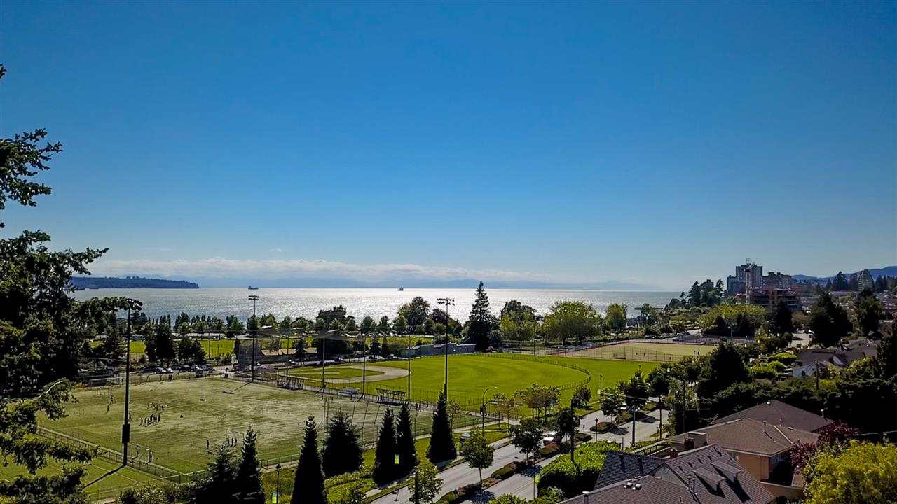 Detached at 1032 ESPLANADE AVENUE, West Vancouver, British Columbia. Image 1