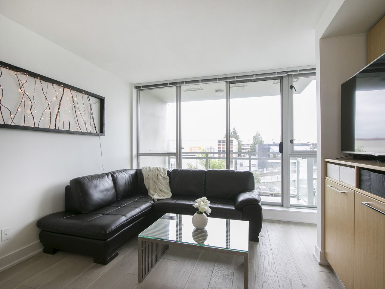 Condo Apartment at 310 1680 W 4TH AVENUE, Unit 310, Vancouver West, British Columbia. Image 4