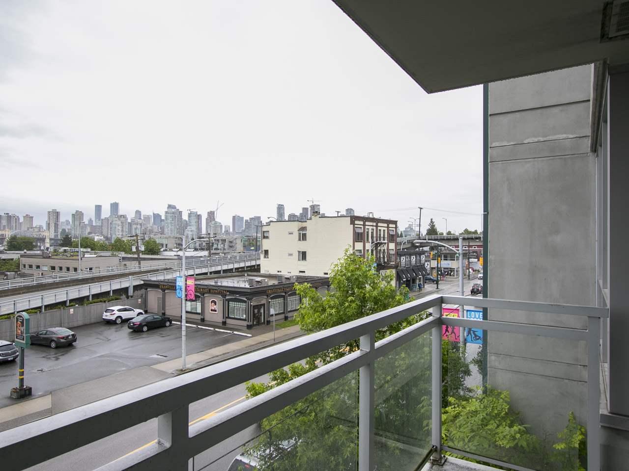 Condo Apartment at 310 1680 W 4TH AVENUE, Unit 310, Vancouver West, British Columbia. Image 6