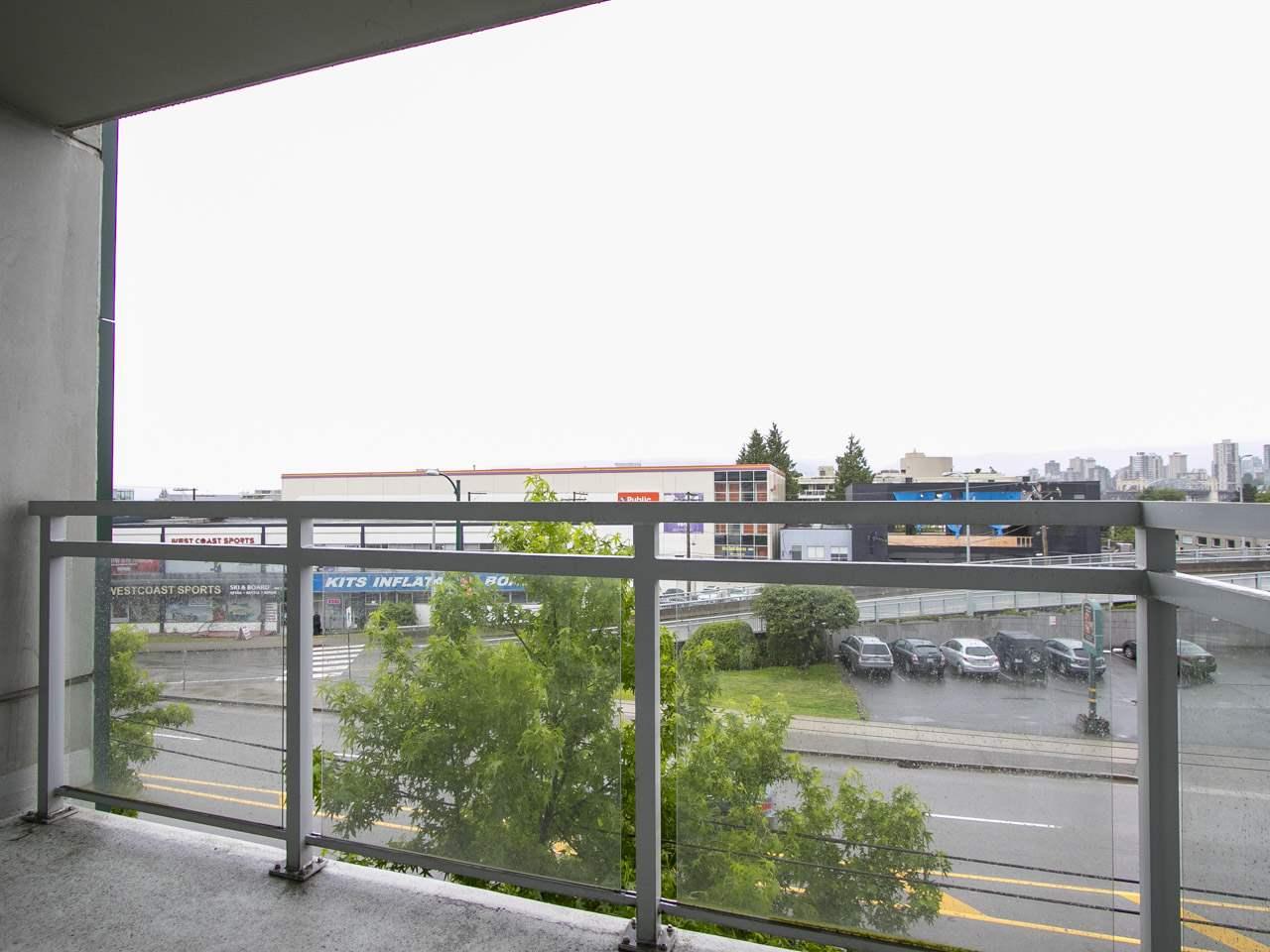 Condo Apartment at 310 1680 W 4TH AVENUE, Unit 310, Vancouver West, British Columbia. Image 7