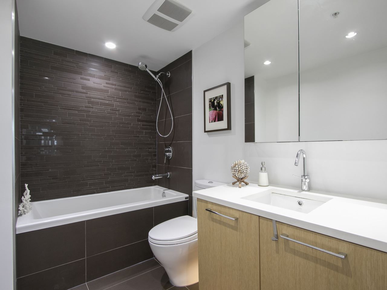 Condo Apartment at 310 1680 W 4TH AVENUE, Unit 310, Vancouver West, British Columbia. Image 15