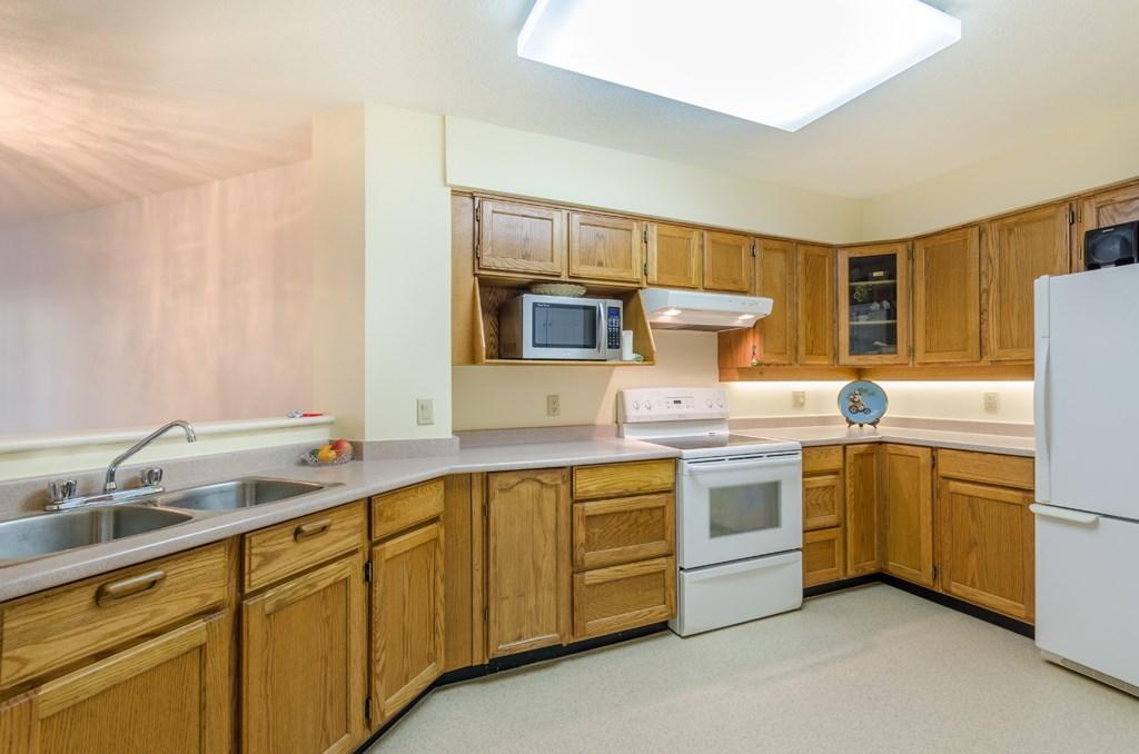 Condo Apartment at 114 1442 FOSTER STREET, Unit 114, South Surrey White Rock, British Columbia. Image 11