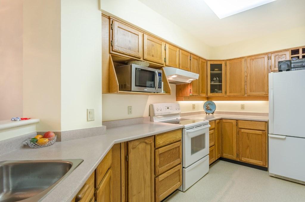 Condo Apartment at 114 1442 FOSTER STREET, Unit 114, South Surrey White Rock, British Columbia. Image 13